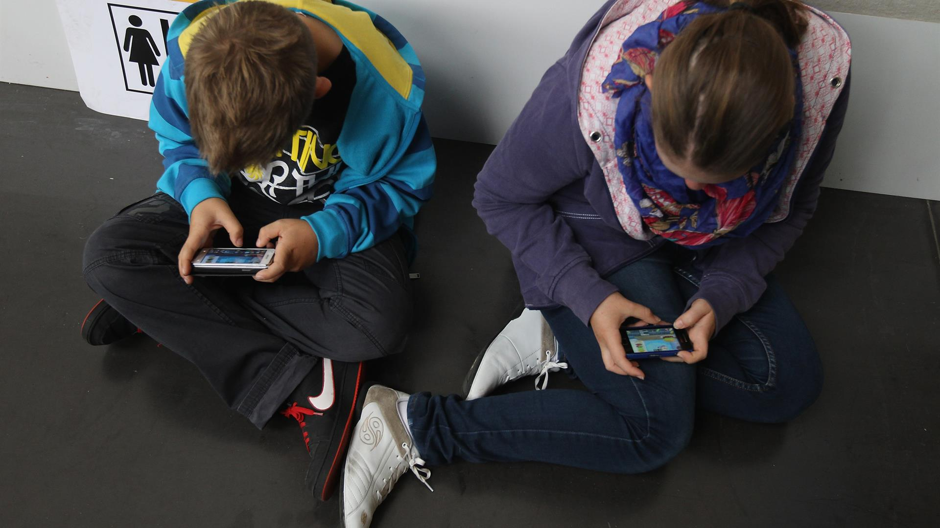Teenagers Smartphone Sean Gallup:Getty Images)