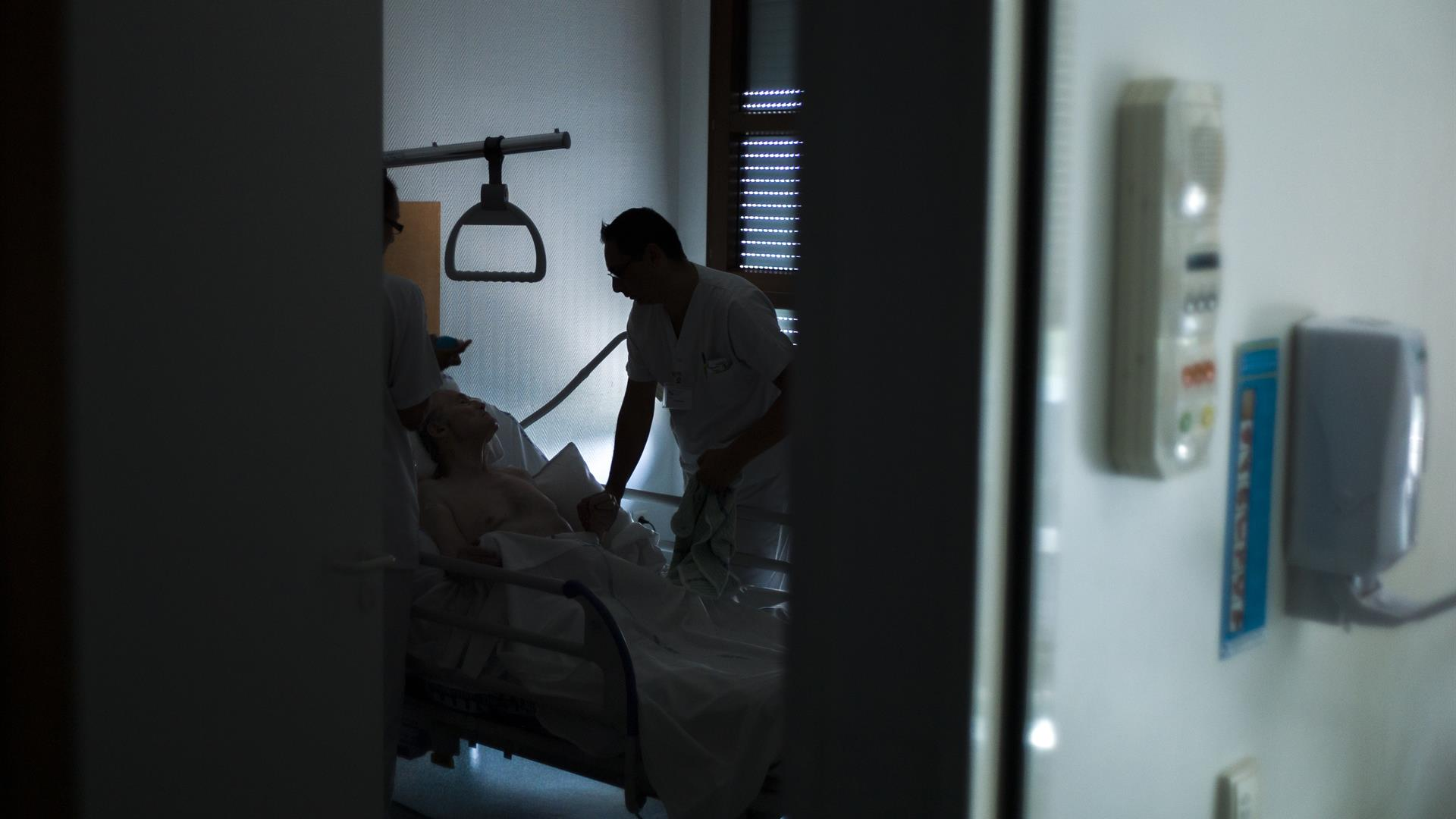 FRED DUFOUR:AFP:Getty Images Cure Palliative