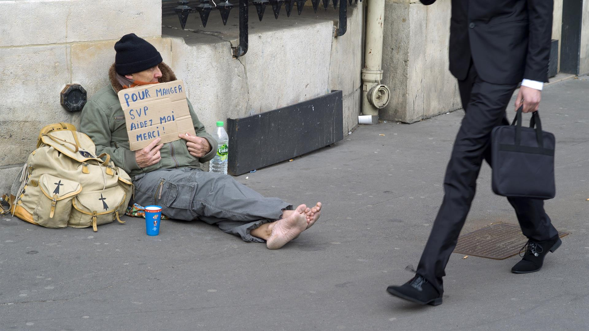 KENZO TRIBOUILLARD:AFP:Getty Images Homeless Francia