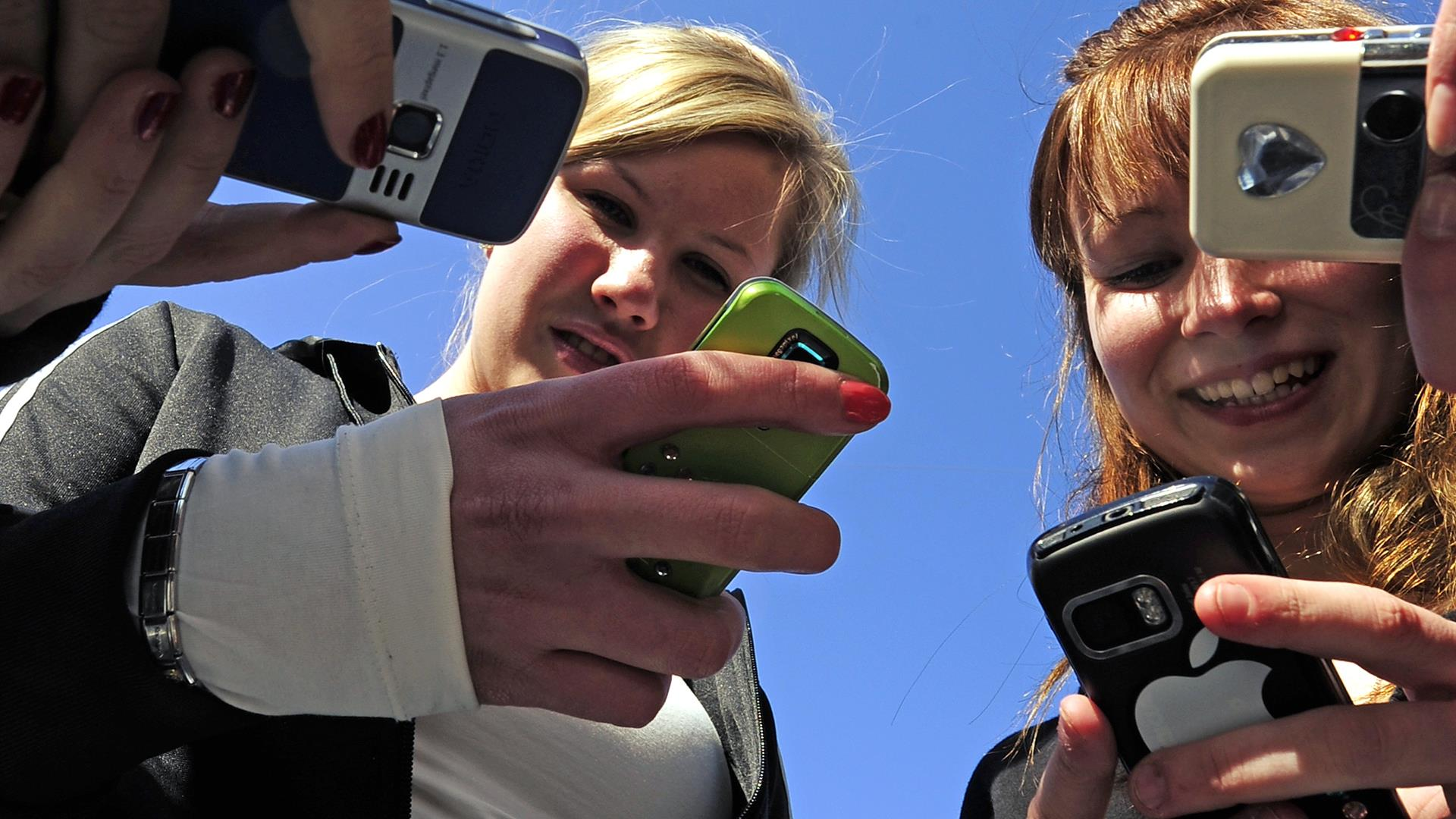 Teenagers Phone OLIVIER MORIN:AFP:Getty Images