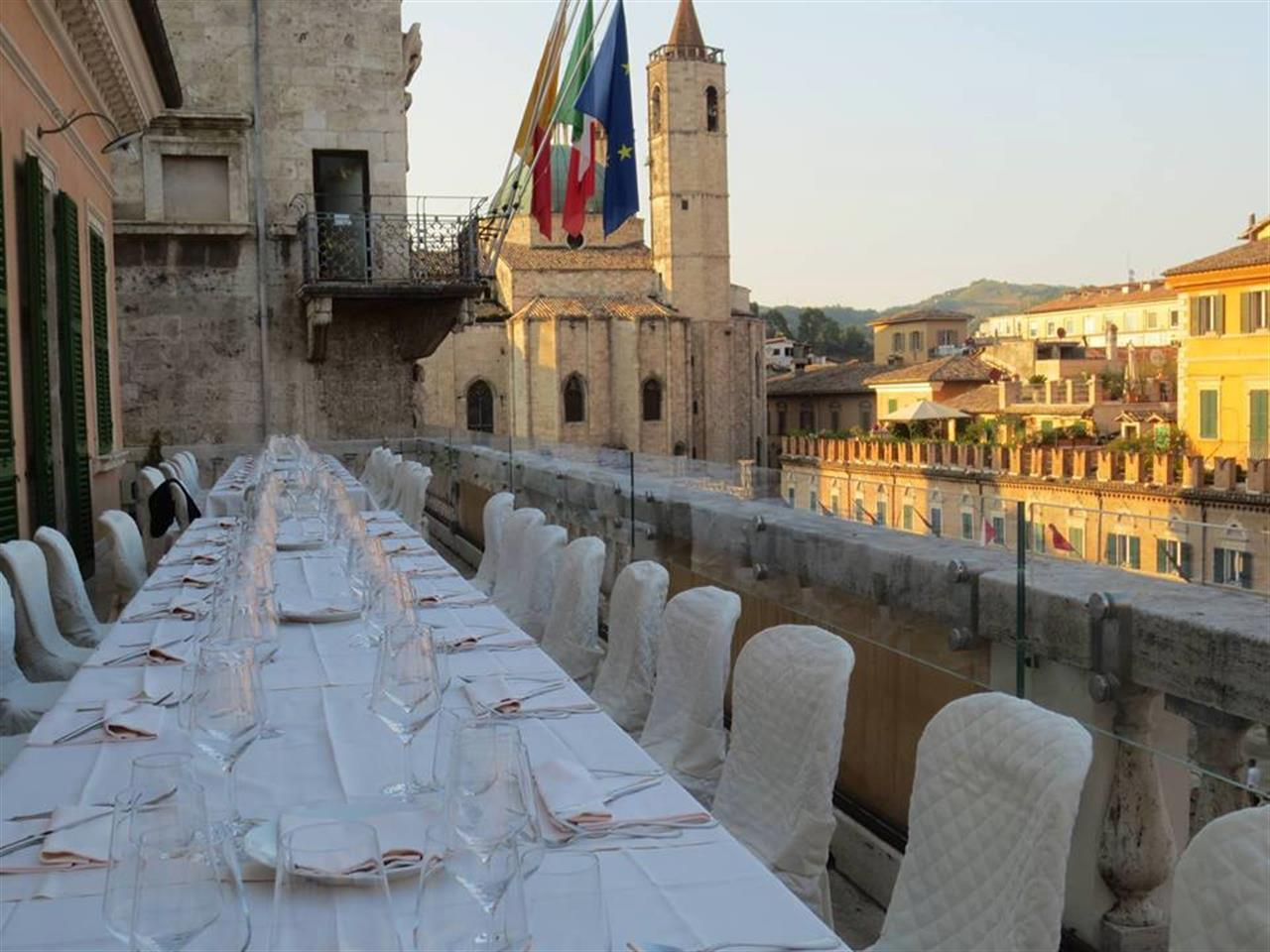 Social Eating In Terrazza